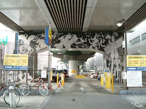 アメリカ村−阪神高速橋脚.jpg